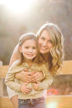 mama + daughter pose.