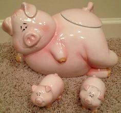 Porcelain Pig Cookie Jar with Salt and Pepper Shakers - randyinterior Pig Cookies, Cute Cookies, Home Goods Decor, Cute Home Decor, Pig Kitchen, Pot Belly Pigs, Piggly Wiggly, Vintage Cookies, Flying Pig