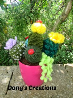 Dony's Creations by Donatella Saralli - free patterns Crochet Cactus, Crochet Leaves, Crochet Potholders, Crochet Toys, Crochet Flower Patterns, Crochet Flowers, Cactus House Plants, Diy Crafts To Do, Diy Gifts For Friends