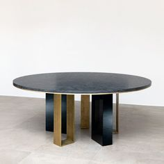 ROUND DINING TABLE | Stunning Black dining table by Galerie Van Der Straeten at Milan Design Week | See more at bocadolobo.com/ #moderndiningtables #luxurydiningtables