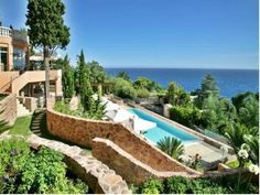 Offering free WiFi and free private on-site parking, the Tiara Yaktsa Côte d'Azur provides superb accommodation on the French Riviera. It features sea…