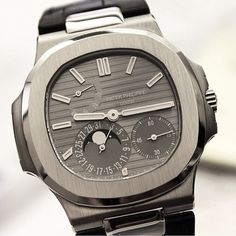 """Patek Gallery sur Instagram : """"Nautilus"""" The Great Design. Stunning Patek Philippe Nautilus, gray dial, luminous hands and indexes, date, moonphase, powerreserve, 21k yellowgold rotor, sapphire crystal caseback, mechanical selfwinding movement 100m waterproof in 18k whitegold case and alligator leather strap. Ref: #5712 G perfect pic by↘️ @thewatchapp #PG5712G Add #PatekGallery to your post -------------------------------------------------"""