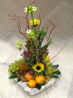 Beautiful Flower Arrangements, Floral Arrangements, Beautiful Flowers, Flower Decorations, Wedding Decorations, Baby Wrap Carrier, Ideas Para Fiestas, Fruit And Veg, Diy And Crafts