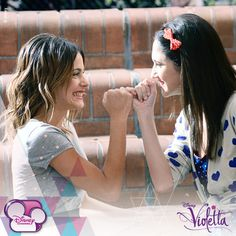 Vilu y Fran #Violetta #TiniStoessel #LodovicaComello ❤️ @TiniStoesel❤️