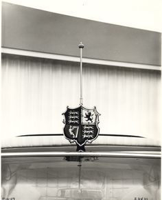 Royal British shield mounted on the edge of the roof, centered above the windshield 1959 Cadillac, King Of The Hill, Unique Cars, Limo, Buick, Chevrolet, British, Ceiling Lights, Vintage
