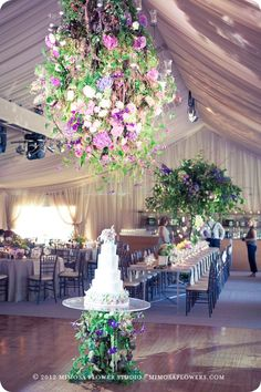 How stunning is this wedding reception set-up. Mimosa Flower Studio