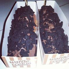 waffle celup with oreo crumbs.  #wafflecelup #waffleenak #waffle #waffles #waffletime #wafflelicious #waffel #snack #nyemil #enak #cibubur #cibuburindah #delicious #chocolate #coklat #stickwaffle #stick #stickchocolate #choco #dessert  #desserts #cake #chocochip #oreos #oreocake #oreo #kuliner #kulinerjakarta