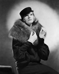 GRAND HOTEL (1932).