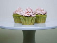 Cupcakes de té verde y fresa en Recetas de cupcakes dulces y magdalenas, con pasos de cómo preparar, cocinar y hornear
