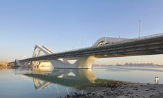 Conceived in an open setting, the Sheikh Zayed Bridge bridge has the prospect of becoming a destination in itself and potential catalyst in the future urban growth of Abu Dhabi. A collection, or strands of structures, gathered on one shore, are lifted and