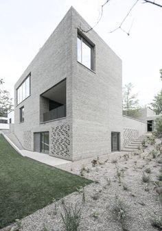 House Z in Frankfurt, Germany by Bayer und Strobel Architekten.: