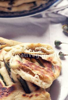Panes planos de judías verdes francesas marinadas con vinagre de módena y sésamo