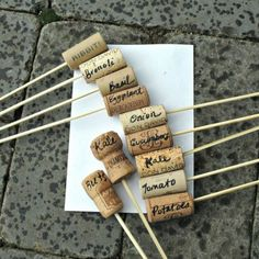 Cork Plant labels - I knew I was saving those corks for something useful. Garden Plant Markers, Garden Plants Vegetable, Garden Labels, Plant Labels, Teak Garden Furniture, Recycled Wine Corks, Cork Crafts, Backyard Projects, Kraut