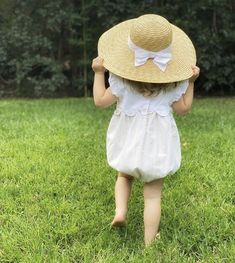 Weekend Cottages, Fresh Green, Spring Green, 2 Colours, Mother Nature, Straw Hats, Children, Picnic, Babies