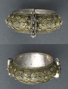 Yemen | Bracelet ~ Shumaylat | Silver, coloured stones | Early 20th century