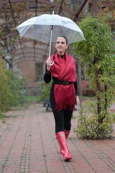 Margaret Dallospedale, Maggie Dallospedlae fashion diary, Fashion blog, Fashion blogger,  fashion tips, how to wear, Outfits, OOTD, Fall outfit, Black and Red for rain, 03