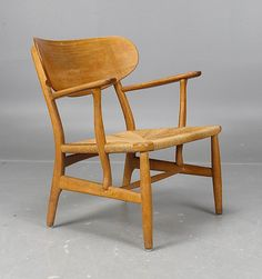 Hans Wegner; #CH22 Oak and paper Cord Easy Chair for Carl Hansen & Son, 1950s.