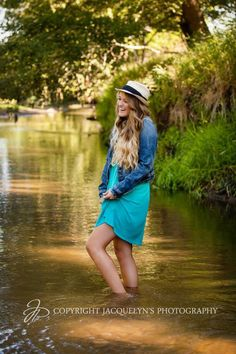 Definitely want a picture like this!!! Super cute!!!  #senior #photography @Kathleen Bratton-Batts