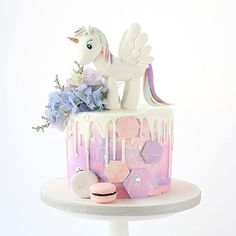In love with this unicorn cake by Foret Blanc. Great idea for a rainbow Unicorn themed party! Fancy Cakes, Cute Cakes, Girly Cakes, Unicorn Birthday Parties, Birthday Cake, Nake Cake, Pony Cake, Drip Cakes, Savoury Cake