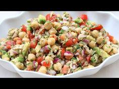 Una receta rápida y deliciosa para una ensalada de garbanzos con atún y aguacate. Esta ensalada se prepara con garbanzos, aguacate, atún de lata, cebolla, tomate, limón, mostaza, aceite de oliva, y cilantro. Soup Recipes, Healthy Recipes, Cooking Recipes, Vegetable Recipes, 30 Birthday, Birthday Ideas, Pasta Salad, Broccoli Salad, Antipasto