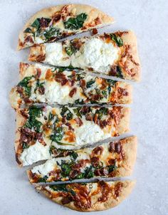 White Pizza with Spinach and Bacon | howsweeteats.com