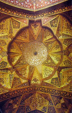 Painted muqarnas ceiling, Hasht Behesht/Eight Paradises (Isfahan, Iran)