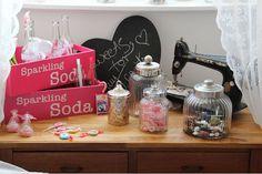Utensilien:  Etageren, Gebäckzangen, handliche Schütten um Candytüten zu befüllen, Candytüten, Candy-Bar Aufsteller usw.                                       einfach mal candy bar googeln