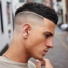 When it comes to a man's hairstyle, Mens haircuts fade the most popular. One of the reasons why these hairstyles fade most popular is because of the s. Mens Hairstyles Side Part, Mens Hairstyles Round Face, Cool Hairstyles For Men, Haircuts For Men, Feathered Hairstyles, Ponytail Hairstyles, Hair Designs For Men, Gents Hair Style, Barber Haircuts