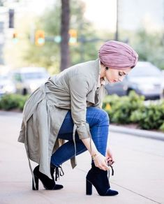 Army jacket hijab style-Casual winter hijab looks – Just Trendy Girls Modern Hijab Fashion, Islamic Fashion, Abaya Fashion, Muslim Fashion, Modest Fashion, Fashion Outfits, Pink Outfits, Hijab Style Dress, Casual Hijab Outfit