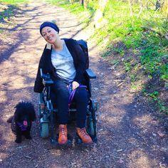 Wie gerne würde ich jetzt Lychee nehmen und eine kleine Runde laufen  Ich hab schon ein bisschen gelernt & gearbeitet da tut so ein Spaziergang mit Hund als Pause so gut. Also an meine Klagenfurter Freunde: wenn ich euch bis Freitag 1 oder 2 Spaziergänge abnehmen soll gebt bitte Bescheid  Heute Abend gibt es ein Update zu Lychees Gesundheitszustand  #pfoetchentraining #lycheethepoodle #klagenfurt #klagenfurtamwörthersee #wheelchair #rollstuhl Klagenfurt, Pause, Training, Instagram, Character, Friday, Circuit, You're Welcome, Losing Weight