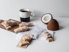 Ein neues Wanderbuch von Karen´s Backwahn & ich bin dabei :) Das diesjährige Buch passt perfekt zu diesem Blog und ich habe eine ganz besonders feine Leckerei daraus für euch gezaubert: Schokoladen – Bananen Riegel mit Kokos & Quinoa!    Hach was habe ich mich gefreut, als Karen (Karens B