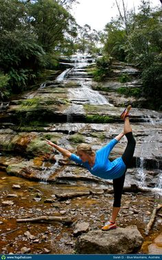 Check out the amazing Dancer Pose by Sarah D; yoga pose performed at Blue Mountains, Australia on YogaTrail; the World's Yoga Network. Yoga Inspiration, Fitness Inspiration, Beautiful Yoga Poses, Bow Pose, Lotus Pose, Motivational Photos, Learn Yoga, Outdoor Yoga, Fitness Photos