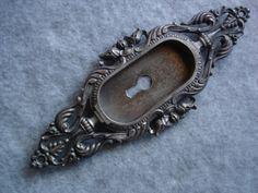 antique door hardware. <3