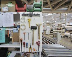 L'organizzazione aziendale e produttiva di LAGO si fonda su due pilastri, entrambi ispirati alla filosofia industriale di Toyota: il Kaizen e il Lean Thinking. Kaizen è una metodologia giapponese di miglioramento continuo, passo dopo passo, ottenuto coinvolgendo l'intera struttura aziendale.  LagoFabbrica #lago #design #architecture #lean #production