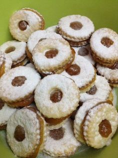 A világ legegyszerűbb linzer receptje – Minden ünnepre apró süteménynek Good Food, Yummy Food, Hungarian Recipes, Sweet And Salty, Biscotti, Sweet Recipes, Cookie Recipes, Muffin, Food And Drink