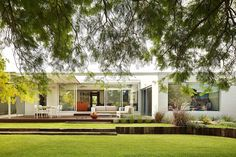 Monash Avenue by Officer Woods Architects / The Peter Overman Award for Residential Architecture – Houses (Alterations and Additions) / Photography by Robert Frith