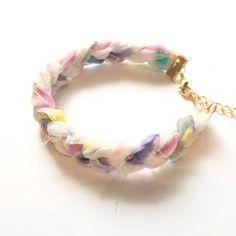 ギルドバイピーオーディー ゆめかわいいシュシュとブレスレット作り方 Sari Silk, Jewelry Crafts, Diy And Crafts, Bracelets, Accessories, Fashion, Tejidos, Trapillo, Bangle Bracelets
