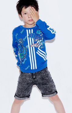 The new Summer Kenzo Kids collection is now available at Melijoe.com Kenzo Kids, Cool Kids, Brand print, Tiger head, Logo, Springwear, Summer fashion Melijoe loves, kids love fashion Sailor Fashion, Love Fashion, Kids Fashion, Womens Fashion, Kenzo Kids, Spring Wear, Kids Boutique, Kids Pants, Trends