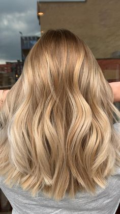 Blonde Hair Shades, Blonde Hair Looks, Brown Blonde Hair, Blonde Honey, Natural Blonde Hair With Highlights, Natural Blonde Highlights, Golden Blonde Hair, Blonde Hair No Roots, Medium Blond Hair