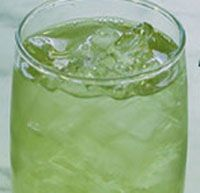 PANDAN ICED TEA - INGREDIENTS - 8 cups water water 5 pieces pandan leaves 2 Tablespoon sugar shaved or crushed ice a drop of green liquid coloring (optional)==