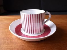 Vintage RÖRSTRAND SWEDEN Tea Cup & Saucer set Kadett Red by Hertha Bengtsson . Have 6 saucers, 4 cups & 2 chipped cups!