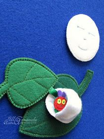 Materiali poveri per giochi ricchi: Tutti i bruchi diventano farlalle Felt Crafts Diy, Baby Crafts, Baby Sewing Projects, Sewing Crafts, Felt Monster, Felt Finger Puppets, Felt Stories, Softie Pattern, Very Hungry Caterpillar