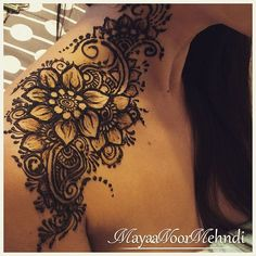 Shoulder drying and chipping off, design adapted from a photo shared by a Russian based artist Henna Tattoo Shoulder, Leg Henna, Henna Body Art, Henna Mehndi, Body Art Tattoos, Sleeve Tattoos, Henna Tattoos, Henna Sleeve, Tatoos