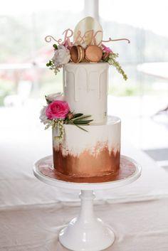 Wedding cake flowers featuring ranunculus http://www.mondofloraldesigns.com.au/maleny-manor-style-katie-reece/