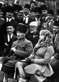 Helen Keller and others with Charlie Chaplin. :: Alabama Photographs and Pictures Collection Vevey, Empire Ottoman, Visit California, Helen Keller, Turkish Army, Charlie Chaplin, Historical Pictures, Silent Film, Picture Collection