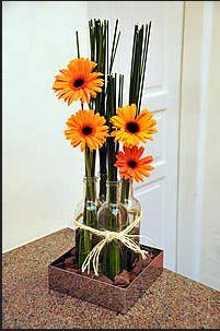 Olá,  Se quiser, leia também a postagem Passo-a-passo de arranjos florais I .  NOTA: aqui você encontra vasos e cachepôs em cerâmica pintada...