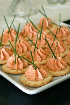 Salmon Mousse Recipe Appetizers, Lunch and Snacks, Side Dishes with smoked… Finger Food Appetizers, Appetizers For Party, Appetizer Recipes, Appetizer Ideas, Canapes Ideas, Easy Canapes, Canapes Recipes, Party Recipes, Salmon Recipes