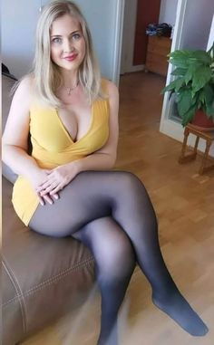 In Pantyhose, Nylons, I Love Girls, Cool Girl, Sexy Older Women, Sexy Women, Seductive Women, Stylish Girls Photos, Blonde Beauty