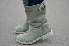 Suede Shabbies Amsterdam boots, picture by @Roos_Lap - Lace and pearls