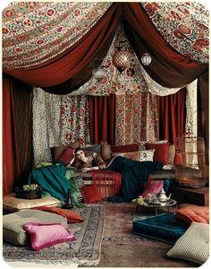 Rideaux et draperies habillent les intérieurs Bohemian Style Home, Bohemian Interior, Home Interior, Bohemian Decor, Bohemian Lifestyle, Boho Hippie, Bohemian Room, Bohemian Living, Gypsy Style